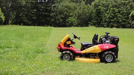 Razorback CMX2302 grass cutting
